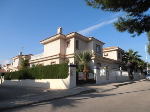 sale villa spain sea, sale bungalow costa blanca spain, buy apartment alicante, buy quad house spain beach, buy secondhand spain torrevieja, buy bargain spain, sale cottage spain costa blanca